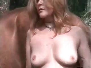 Hot chick enjoys outdoor farm sex